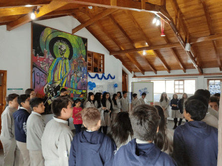 Estudiantes organizan feria de concienciación sobre el cuidado de recursos naturales
